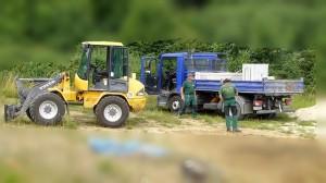 Radlader mit LKW im Einsatz