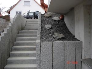 Treppe mit Kiesfüllung